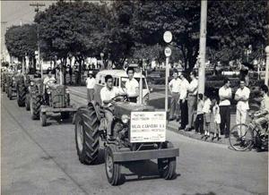 desfile de máquinas agricolas 1964.jpg