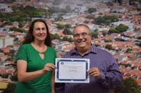 Vereadora Silene homenageia nefrologista Marcelo Pinelli